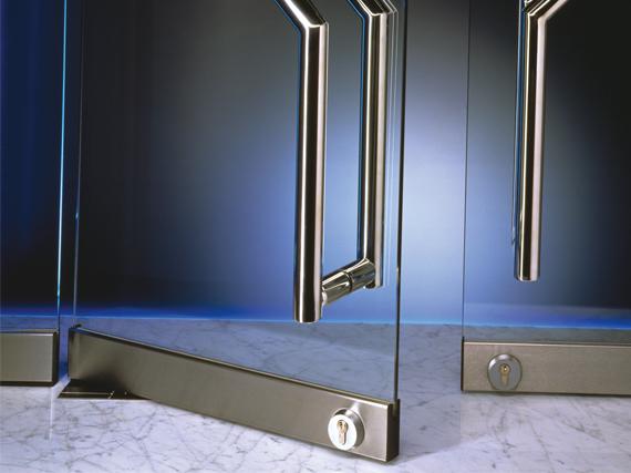 В процессе изготовления стеклянных дверей используется определенный...